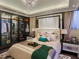 现代风格卧室玻璃门大衣柜效果图 棕色衣柜图片