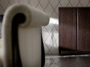 复古风格实木衣柜效果图 深棕色单人衣柜图片
