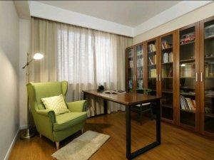 书房玻璃门书柜设计效果图 棕色实木书柜设计图