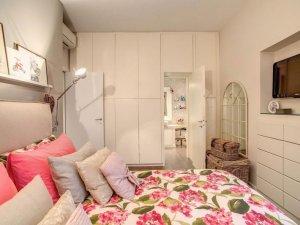 次卧整体衣柜装修效果图 白色橱柜装修图片