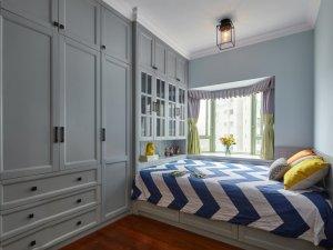 温馨卧室榻榻米衣柜效果图 灰色实木衣柜平开门图片