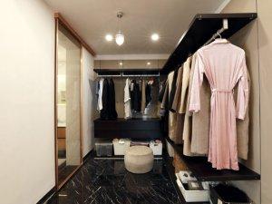 现代卧室衣帽间装修效果图 开放式衣帽间设计图片
